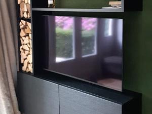 Zwarte speciale TV kast en wandmeubel bekleed met leer